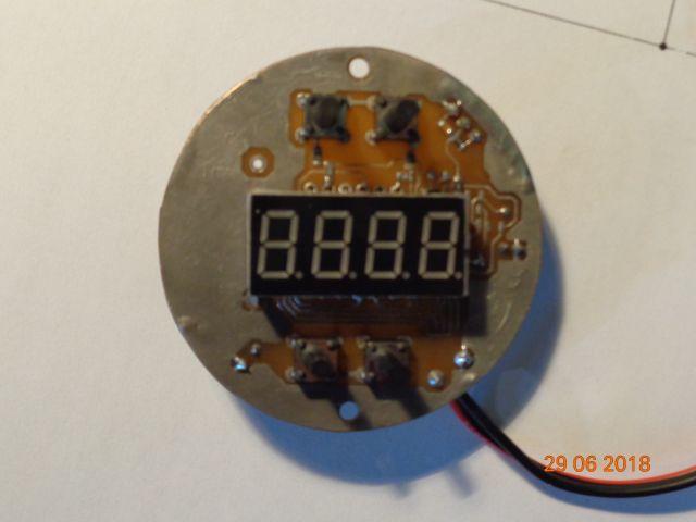 Автомобильные часы с термометром