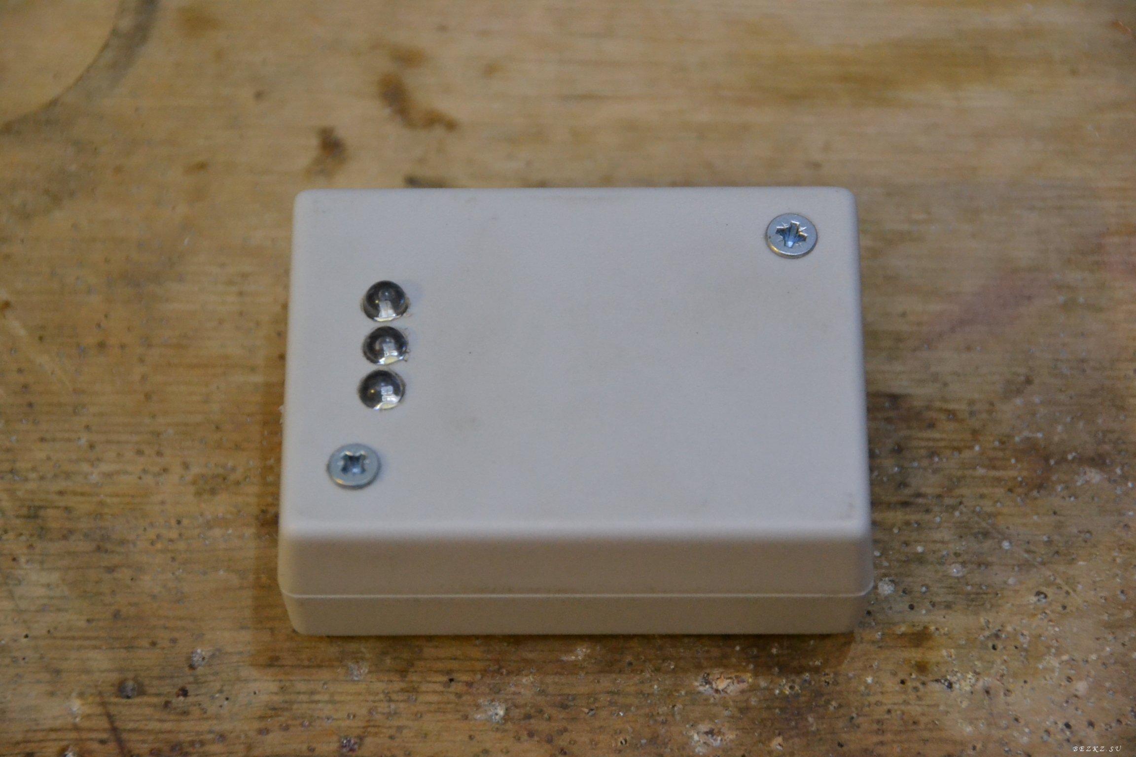 А это схема простого фотореле.  Это устройство с успехом можно применить где Вам угодно, для автоматической подсветки...